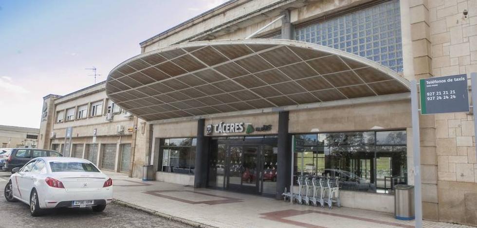 Los viajeros del tren Mérida-Cáceres hacen el trayecto en taxi por falta de maquinista