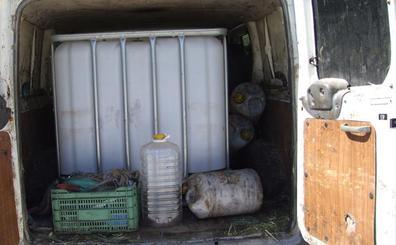 La Guardia Civil desarticula una banda que robaba aceite de oliva en almazaras extremeñas