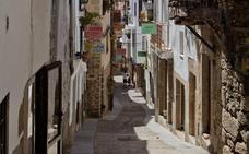 '100 palabras gateñas', muestra en los balcones de Gata