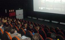 Guirao baraja revisar la bajada del IVA al cine si no repercute en el precio de las entradas