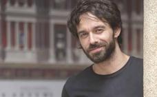 Alberto Amarilla: «Me gusta mucho mi personaje y la incomodidad que produce»