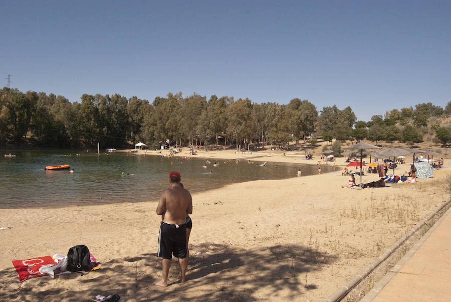 'Tú al pueblo, yo a la playa': La isla extremeña con playas de arena