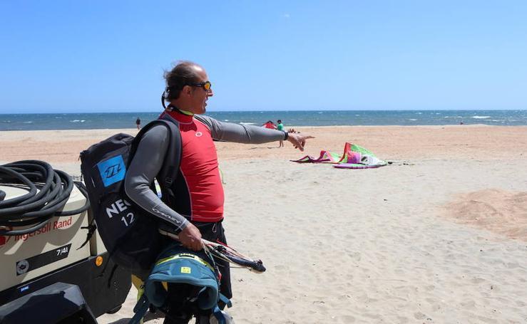 'Tú al pueblo, yo a la playa': La Antilla, primer verano tras el temporal