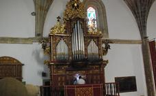 Molina cede el testigo del órgano barroco de San Martín tras 60 años