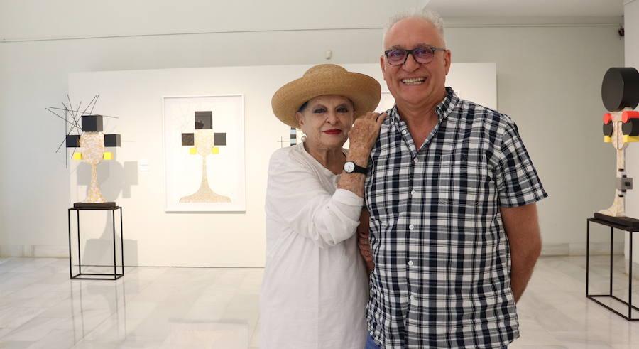 Lucía Bosé visita la exposición de Miguel Sansón en Badajoz