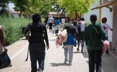 Sesenta y dos migrantes dejan el centro de acogida de Mérida con destino Barcelona y Bilbao
