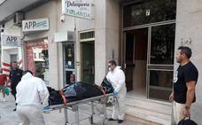 Hallan muerto en su vivienda a un hombre de 62 años en la calle Argentina de Cáceres