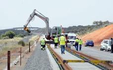 Adif licita el suministro de carril para montar la vía extremeña del AVE por 16 millones
