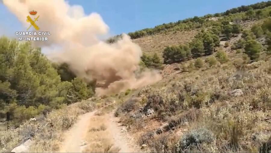 Un ciudadano localiza 63 kilos de Goma 2 y 288 detonadores en una mina abandonada de Almería