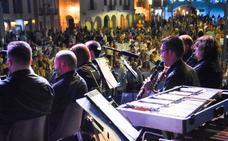 Las actuaciones en directo se quedan con el público de la Noche en Blanco