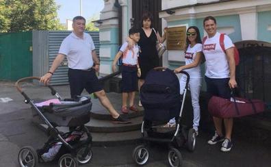 Esperar con el bebé en brazos en Kiev