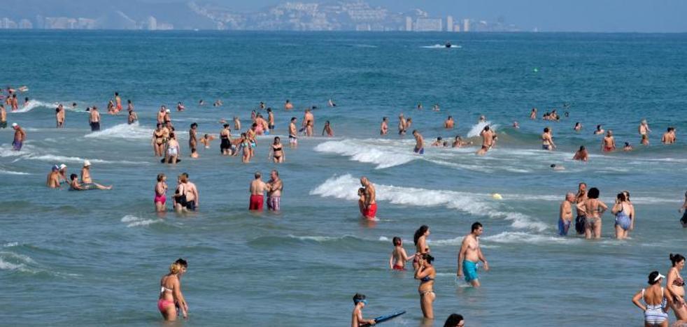 El turismo echa el freno y cae un 5% en julio, el mayor descenso en ocho años