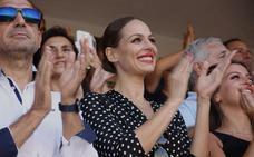 Eva González viste a su bebé de torero