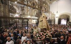 Miles de fieles arropan a 'la Morenita' esperando que pronto sea extremeña