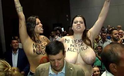 Femen irrumpe en el acto de Rivera por su defensa de la gestación subrogada