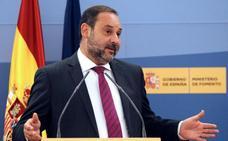 Ábalos: «Que haya políticos presos no ayuda a normalizar la situación»
