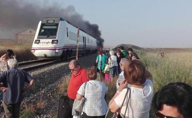 Monago replica a Ábalos que un tren digno es el que el ministro «coge todos los fines de semana para ir a su casa»