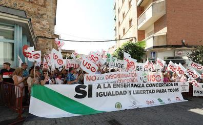 Mil personas piden igualdad para alumnos y docentes de la concertada