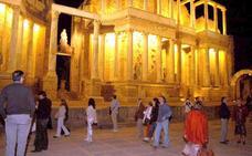 Mérida celebra 'La noche del patrimonio' abriendo sus monumentos a la cultura