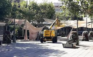 Adiós a los toldos de la plaza y el parque de Villanueva