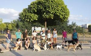Protesta por la reducción de espacio del área canina de la Mejostilla