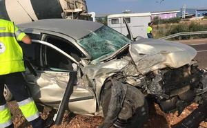 Un hombre de 38 años, herido en la colisión entre un coche y un camión en la A-66 cerca de Mérida