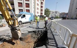 Una avería en Cáceres deja sin agua a vecinos de Ruta de la Plata e inunda garajes