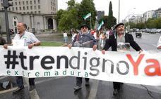 Milana Bonita invita al ministro Ábalos a conocer el «indigno» tren extremeño