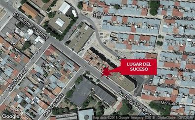 Herida por una bala rebotada durante un enfrentamiento entre familias en Badajoz