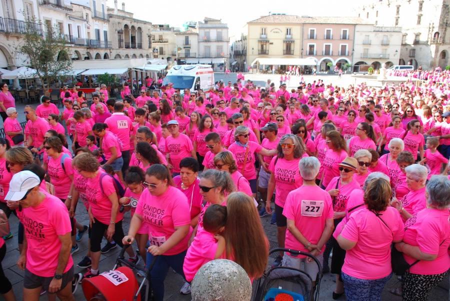 Más de 3.000 personas participan en la VII Marcha contra el Cáncer de Trujillo
