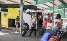 Ceclavín, Zarza la Mayor y Piedras Albas continuarán con una única ruta de bus a Cáceres