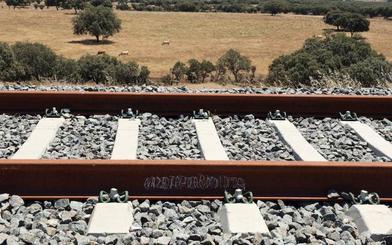 Adif licita el suministro de balasto para renovar las vías entre Brazatortas y Castuera