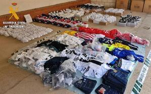 La Guardia Civil interviene 400 falsificaciones de ropa y calzado en Talarrubias