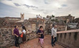 Cáceres abrirá otra vez de forma gratuita los monumentos ante la confusión de los horarios