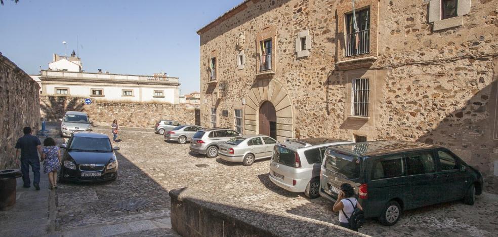 El Ayuntamiento de Cáceres revisará las tarjetas de acceso al casco histórico en octubre