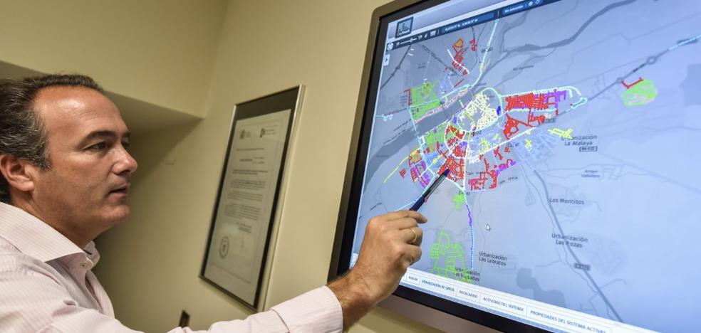 Un nuevo sistema regula de forma independiente la luz de cada farola de Badajoz
