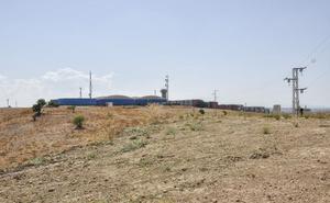 Una barrera de protección libra de vertidos al antiguo basurero de Badajoz