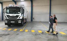 Zafra estrena nave y camión para el servicio de residuos urbanos