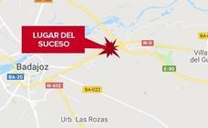 Un ciclista resulta herido tras la colisión con un coche parado por avería en Badajoz