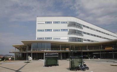 La Junta comunica al Ayuntamiento de Cáceres que el nuevo hospital abrirá completo en enero