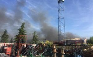 Hallan dos cadáveres entre los escombros de una nave incendiada en Ciudad Real