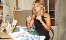 Paula, la artista de los azulejos rotos