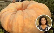 Una cacereña cultiva una calabaza gigante de 150 kilos