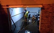 Los bomberos de Badajoz realizan numerosas salidas por inundaciones debido a la tormenta