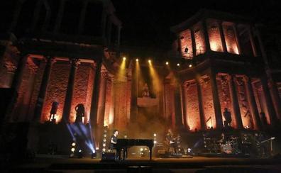 Pablo López y su piano llevan al «éxtasis» al Teatro Romano de Mérida