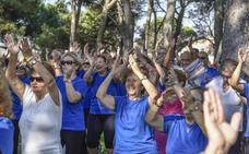 Un millar de personas participa en Badajoz en el Día del Mayor, que da paso a un mes con rutas, visitas y deporte