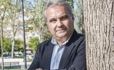 El alcalde de Badajoz dice que le preocupa más que no funcione la Unidad de Radioterapia que el nombre del hospital