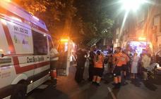 Nueve personas afectadas por inhalación de humo en el incendio de un edificio en Badajoz