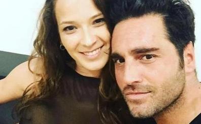 Bustamante y Yana Olina pasean su amor cogidos de la mano