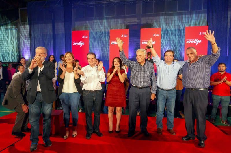Felipe González aboga en Villafranca de los Barros por una reforma «sin miedo» de la Constitución